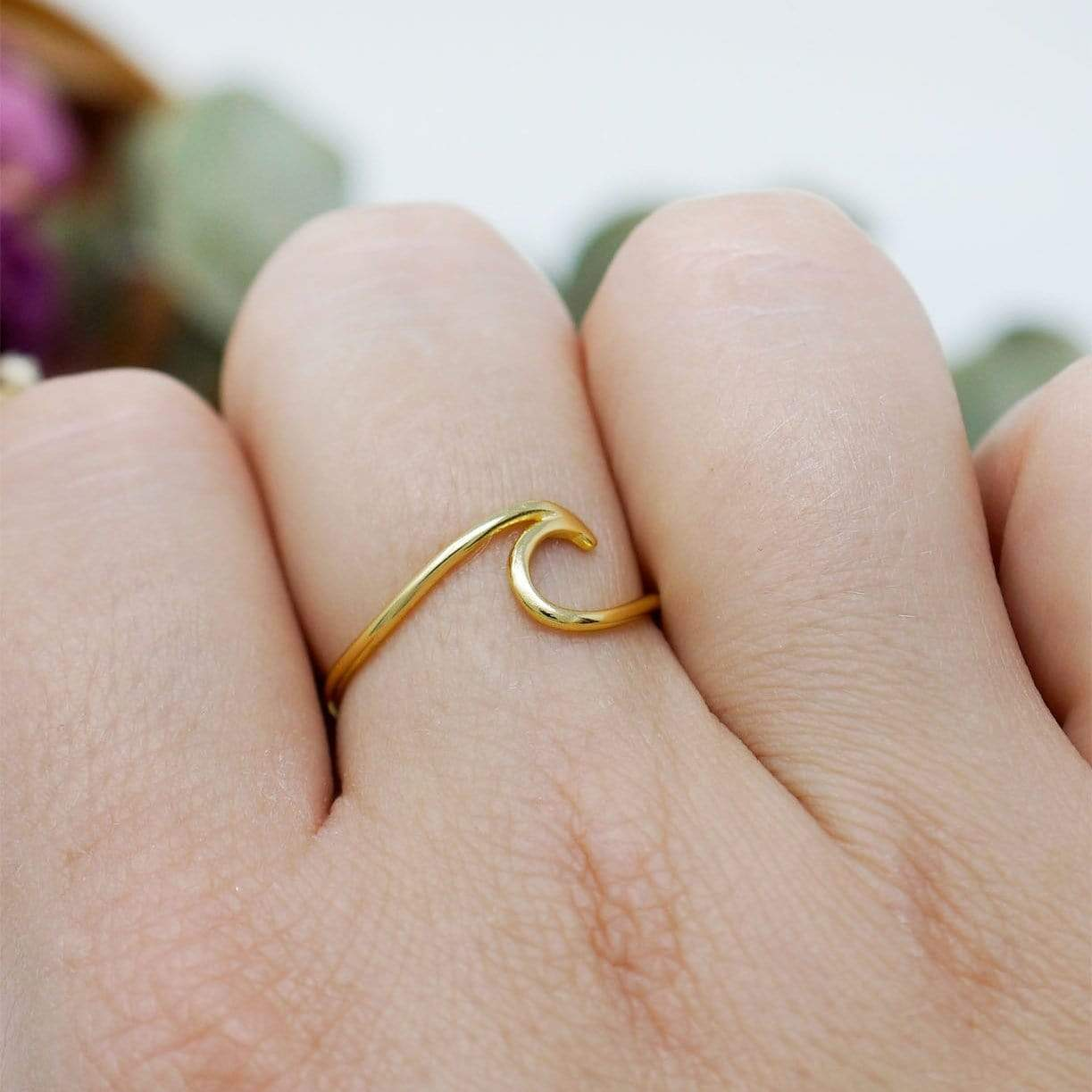 Subject 2 Change Ring Size 7 / Gold Wave Ring