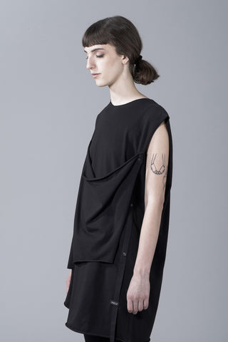Oversized sleeveless tee with front layering