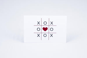 Tic-tac-toe with a heart in the middle
