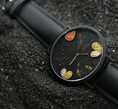 Montre Unique N°3 - Broderie au fil d'or Avec Clemcacanco