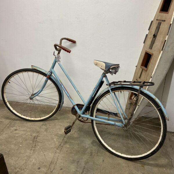 1940's Girls 24 inch Blue Speedwell bike