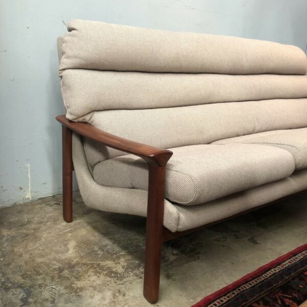 Immaculate Mid Century Tessa T21 Three Seater Lounge
