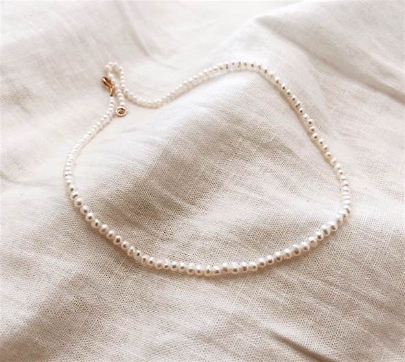 Tiny pearl short necklace