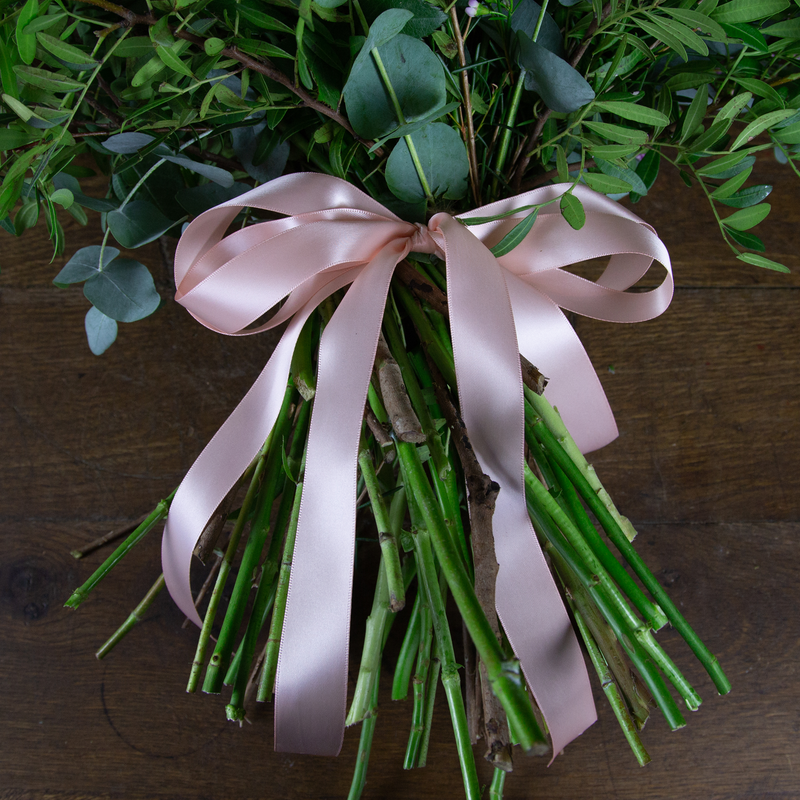 SOFT AND FEMININE HAND-TIED SHEAF