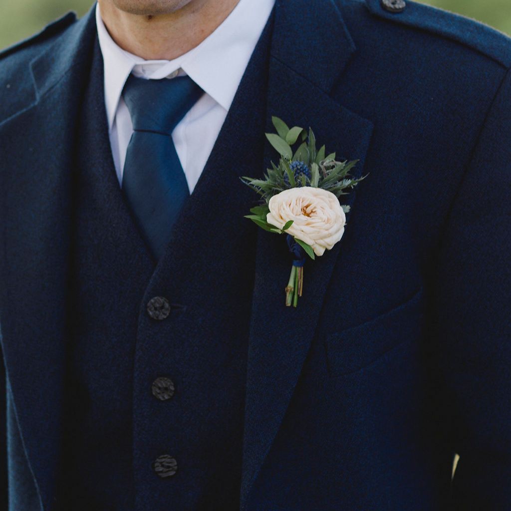 READY-TO-WEAR BUTTONHOLES