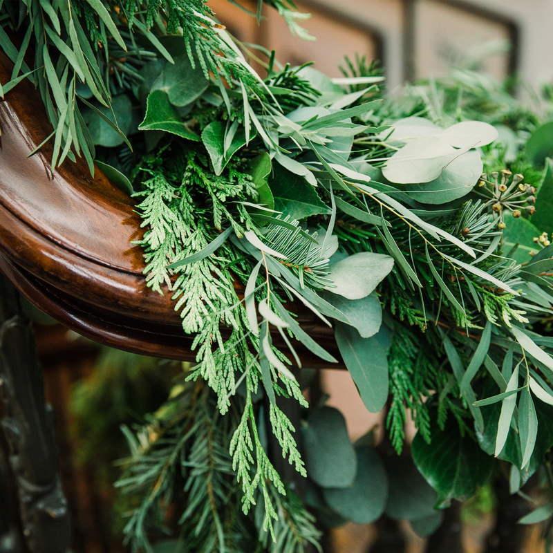 LUSH GREEN MANTLEPIECE OR STAIRCASE GARLAND