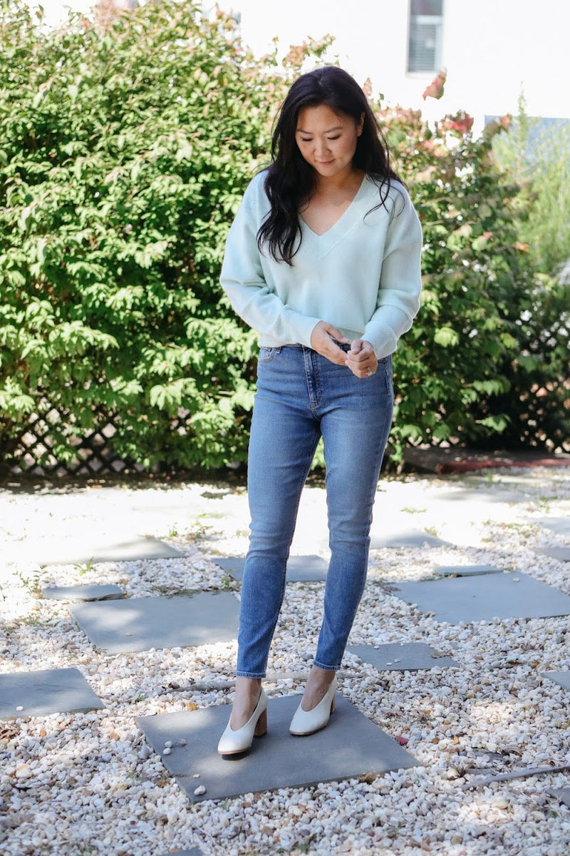 V-Neck Cashmere Sweater (Mint)
