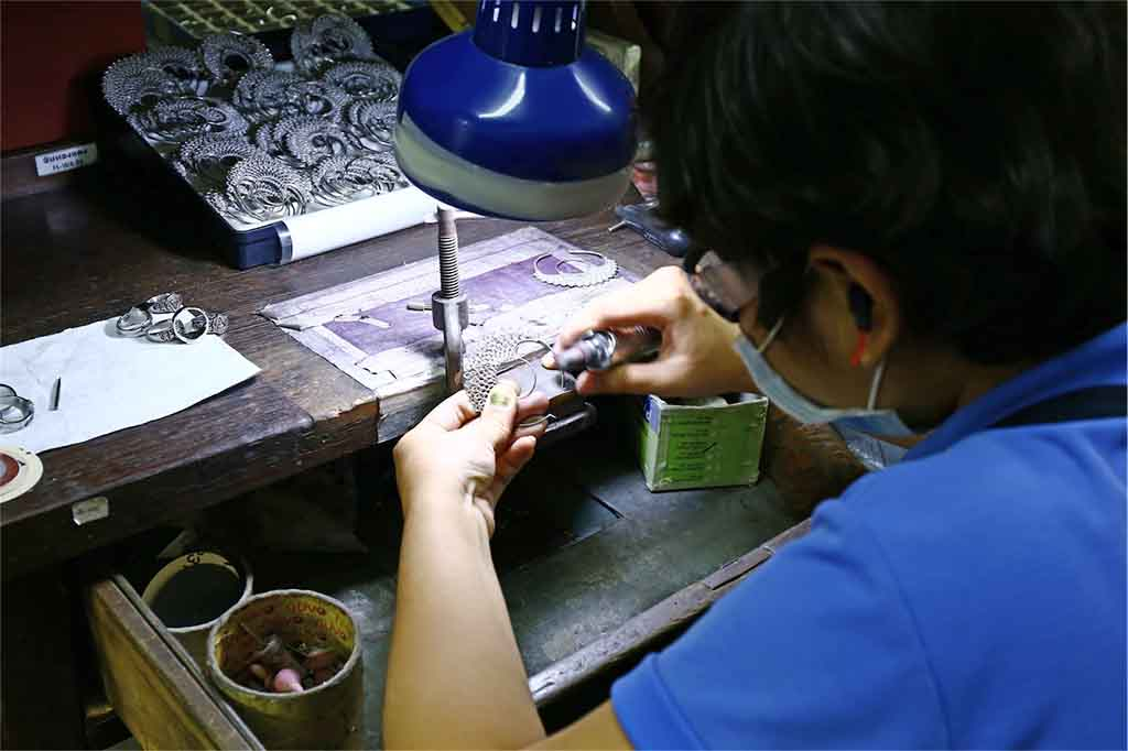 ethical jewelry manufacturing at the polishing stage.