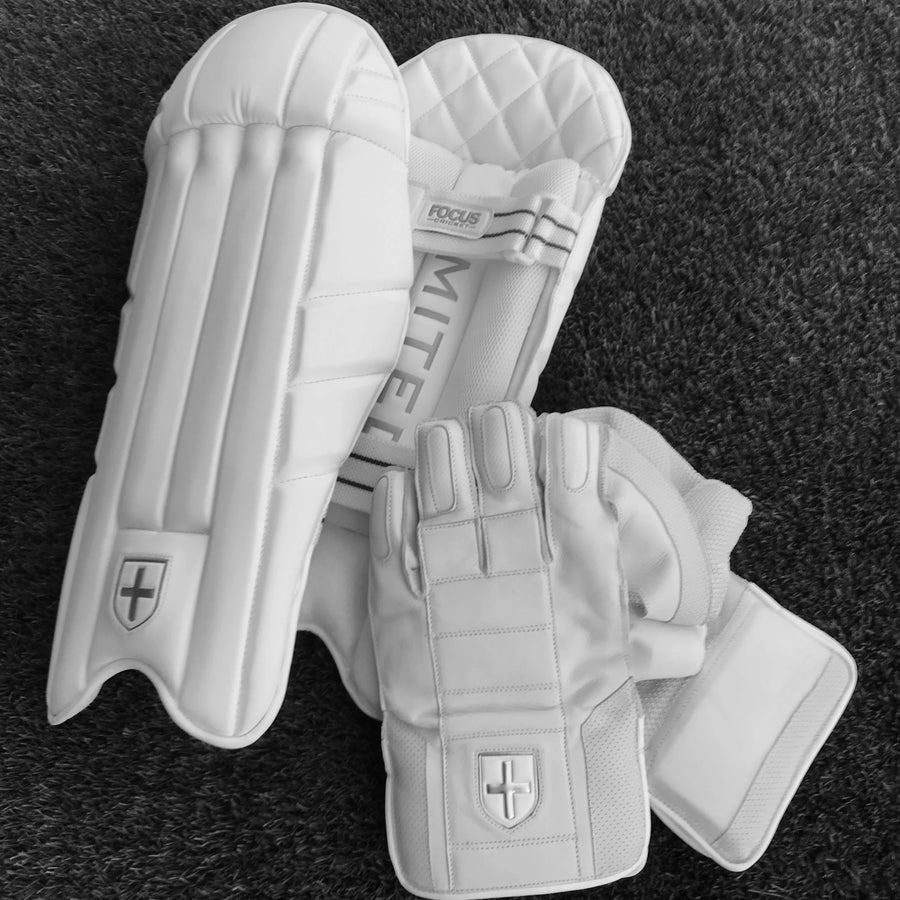 Focus Professional Wicket Keeping Gear - Adult