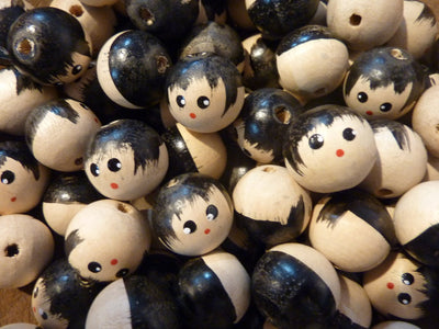 18mm 0.70 inch Small Natural Wood Doll Head Beads with Faces 100 Pieces - artcovecrafts.com