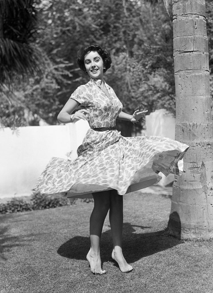 "Frank Worth Collection ""Elizabeth Taylor Twirling On Lawn"" w/coa - Global Images Gallery"