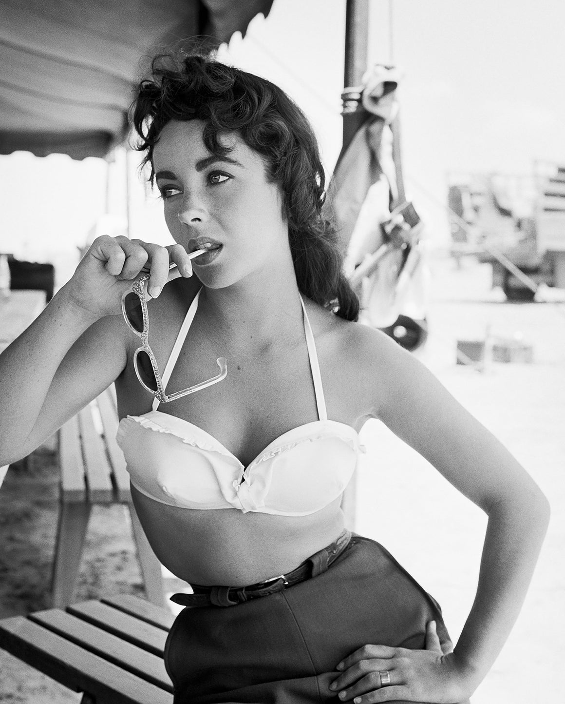 "Frank Worth Collection ""Liz Taylor Classic On Set Of GIANT With Sunglasses"" w/coa - Global Images Gallery"