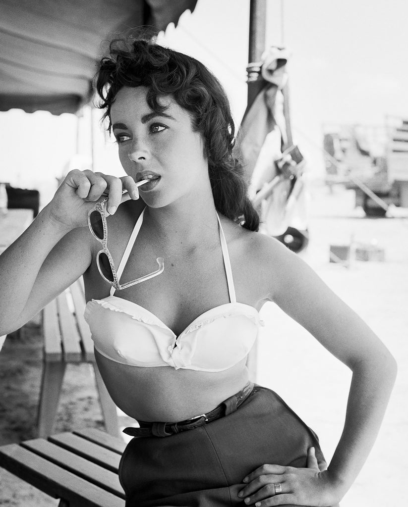 "Frank Worth Collection ""Liz Taylor Classic On Set Of GIANT With Sunglasses"" Large Format - Global Images Gallery"