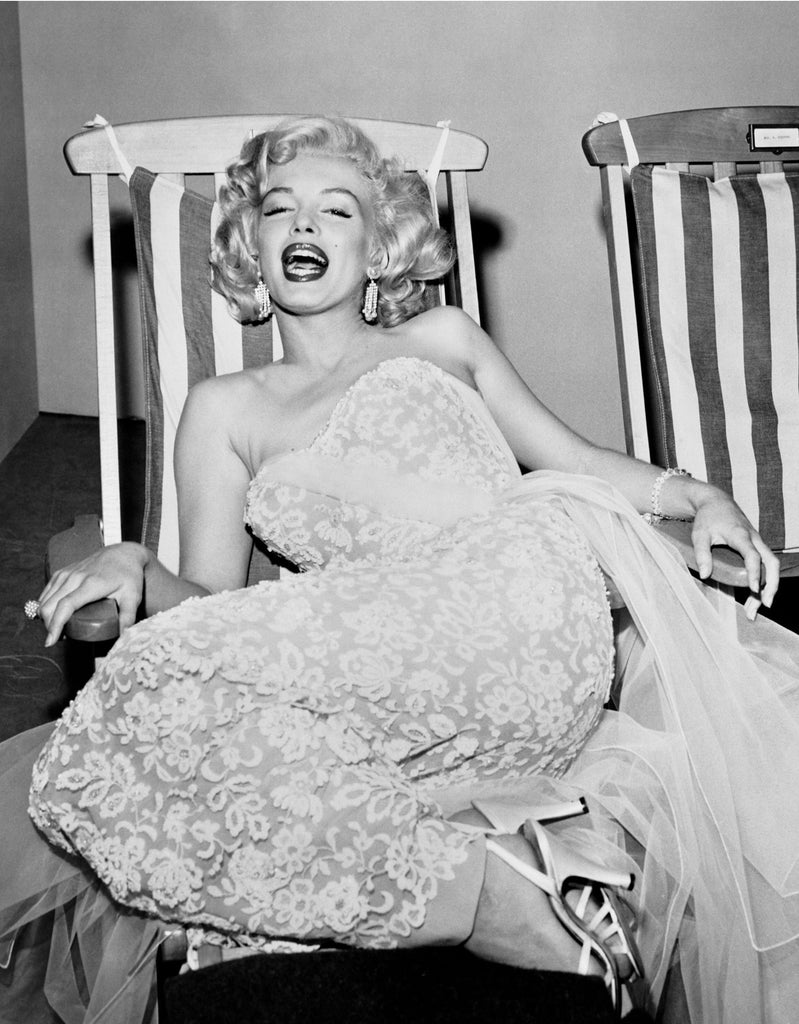 "Frank Worth Collection ""Marilyn Monroe In Deckchair"" Large Format - Global Images Gallery"