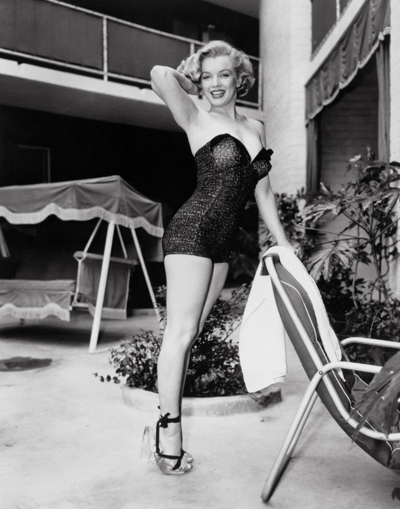 "Frank Worth Collection ""Marilyn Monroe Standing By Pool"" PRINT - Global Images Gallery"