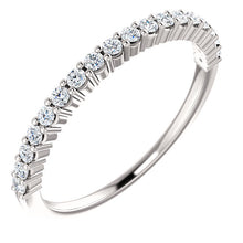 Load image into Gallery viewer, 14K Gold 1/4 CTW Diamond Band