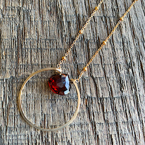 Circle Solitaire: Garnet on Gold