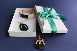 LIsa Leather Gift Set with Bracelet and Small Leather Earrings Dipped Black