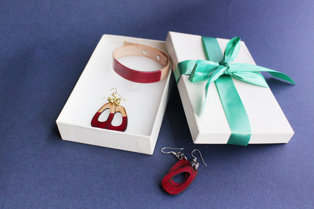 LIsa Leather Gift Set with Bracelet and Small Leather Earrings Dipped Merlot