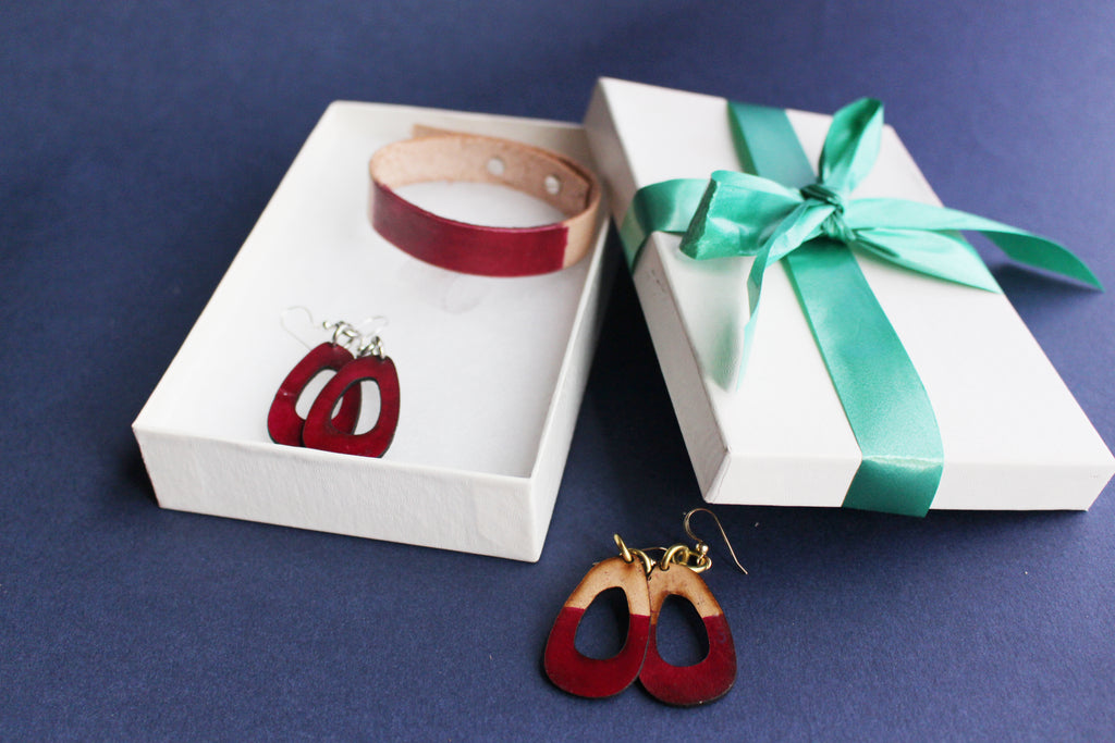LIsa Leather Gift Set with Bracelet and Small Leather Earrings Merlot