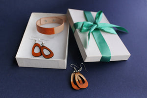 LIsa Leather Gift Set with Bracelet and Small Leather Earrings Tan