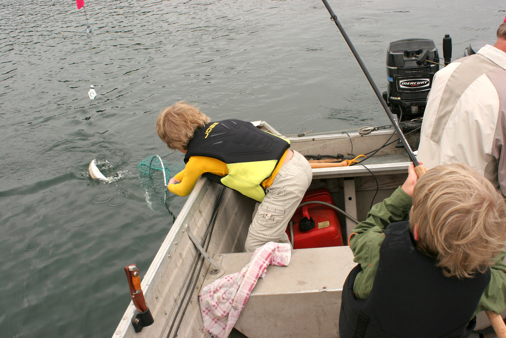 kids fishing catching netting