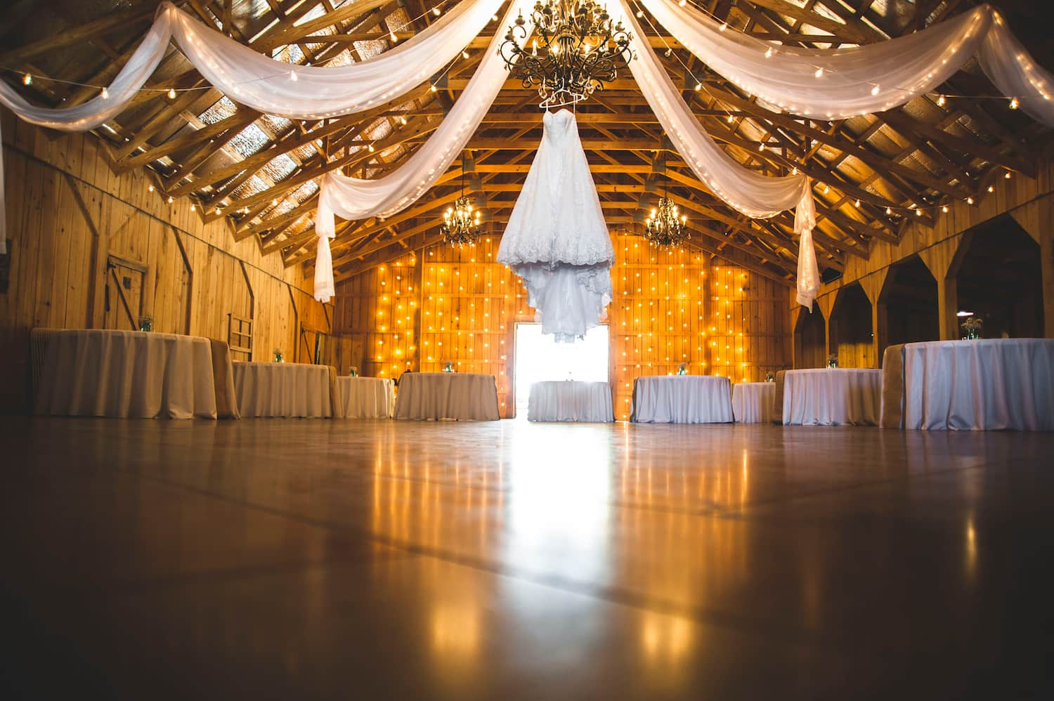 How to Throw the Rustic Wedding of Your Dreams