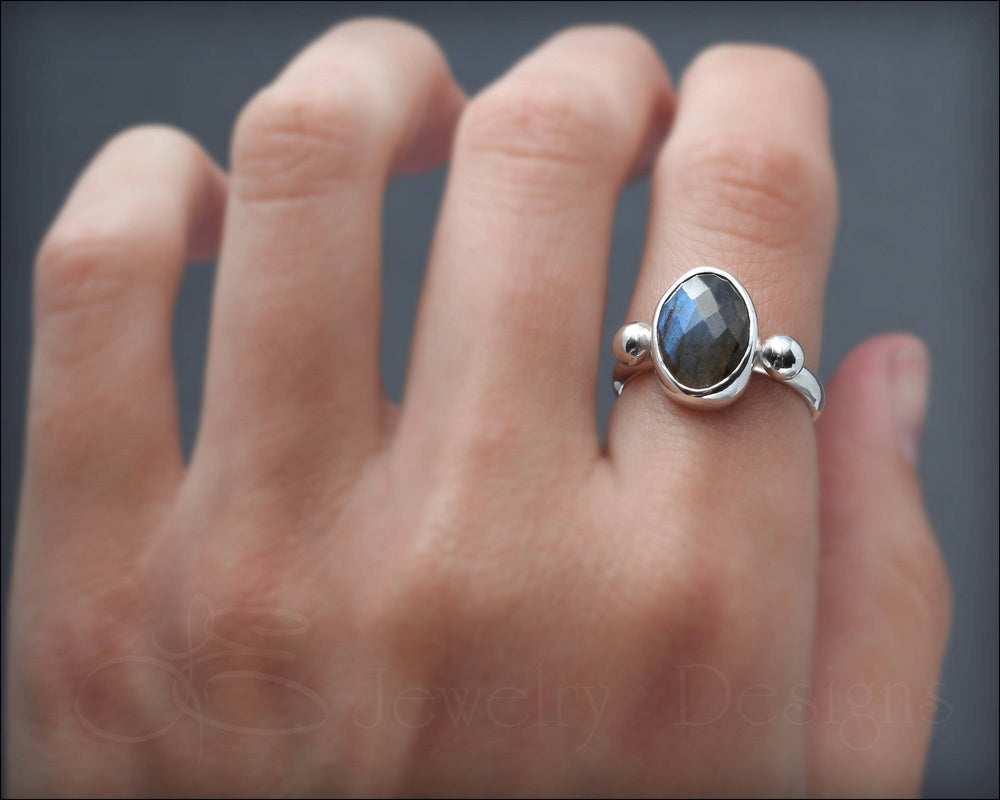 Oval Labradorite Ring - size 9 - LE Jewelry Designs