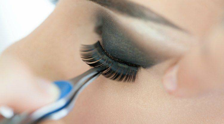 apply-mink-eyelashes