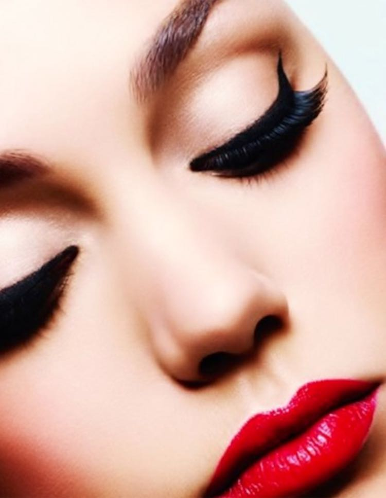 eyelash-lashes-eye-makeup-dramatic-red-lip