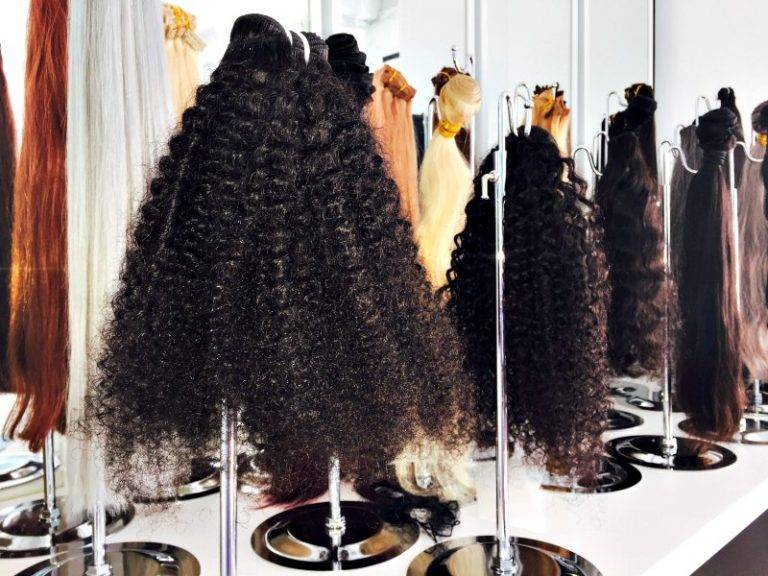 hair-extensions-stand-display