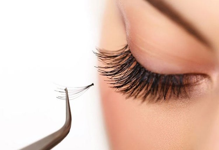 how-to-apply-false-eyelashes-feature-OPT