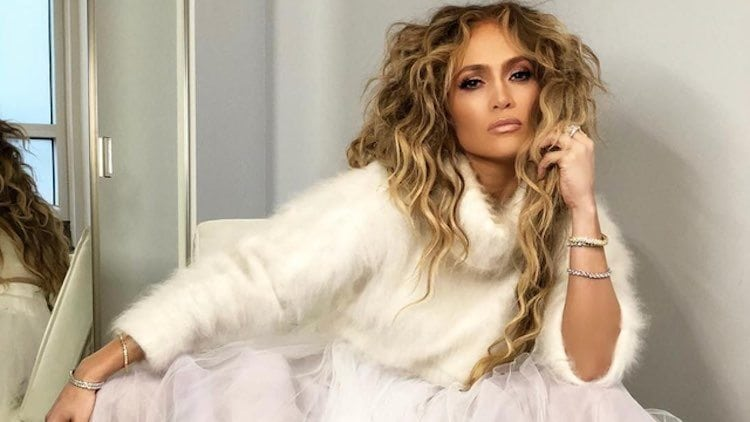 jennifer-lopez-blonde-wavy-hair-older-woman