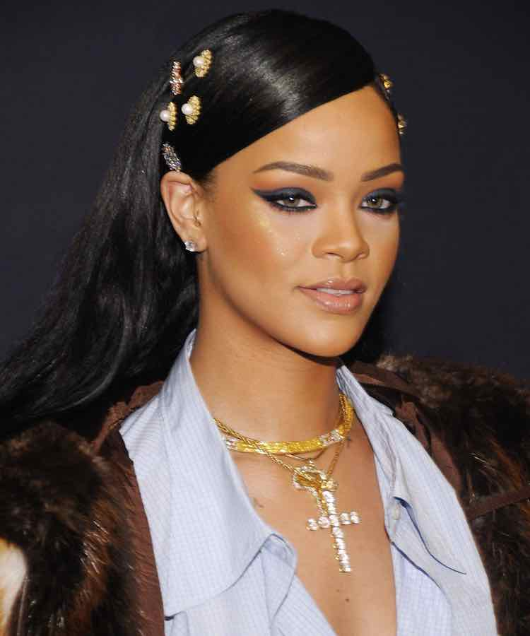 rihanna-sleek-black-hair-clips-pins