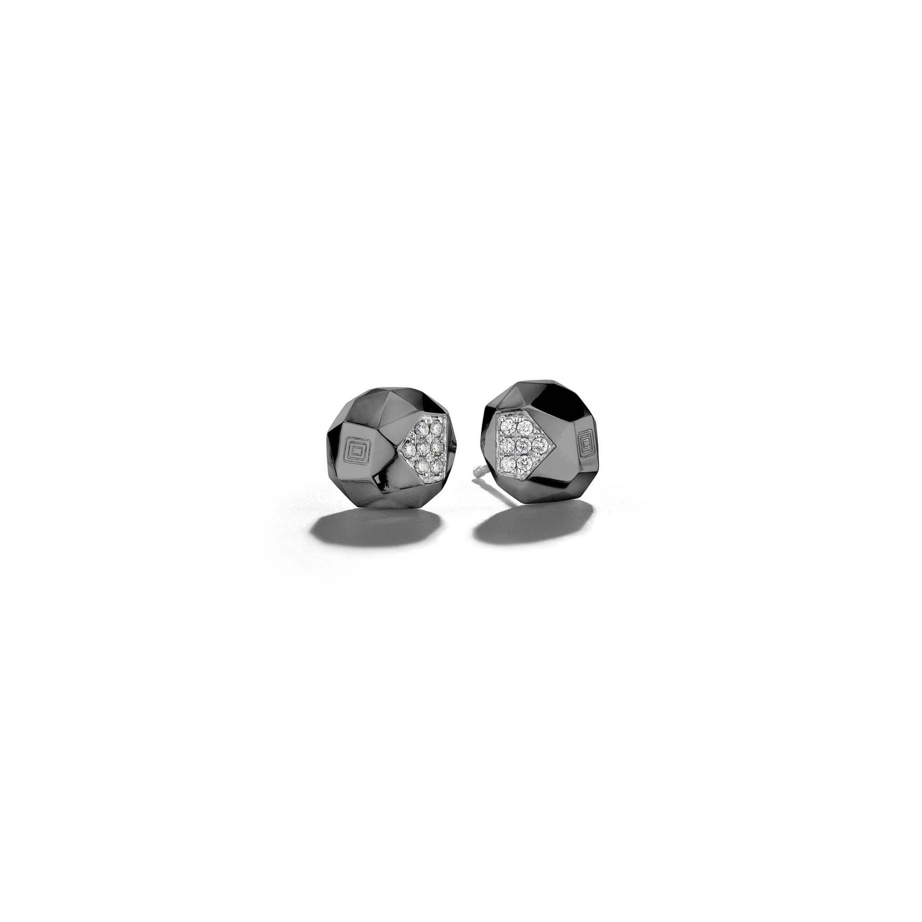 Jackson-Switch-Faceted-Diamond-Stud-Earrings_18k Black Gold