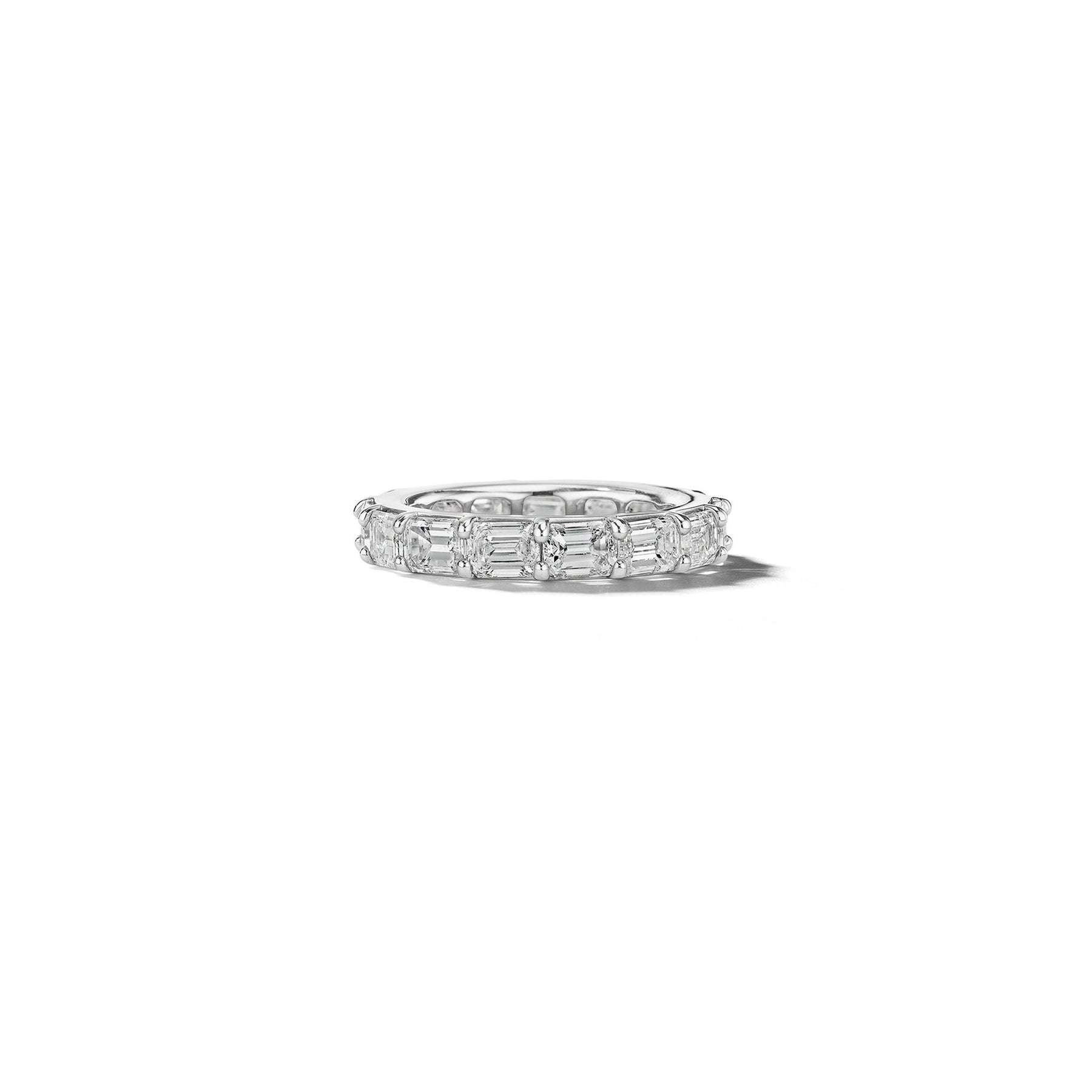 Mimi-So-Bridal-Emerald-Horizontal-Eternity-Band_Platinum