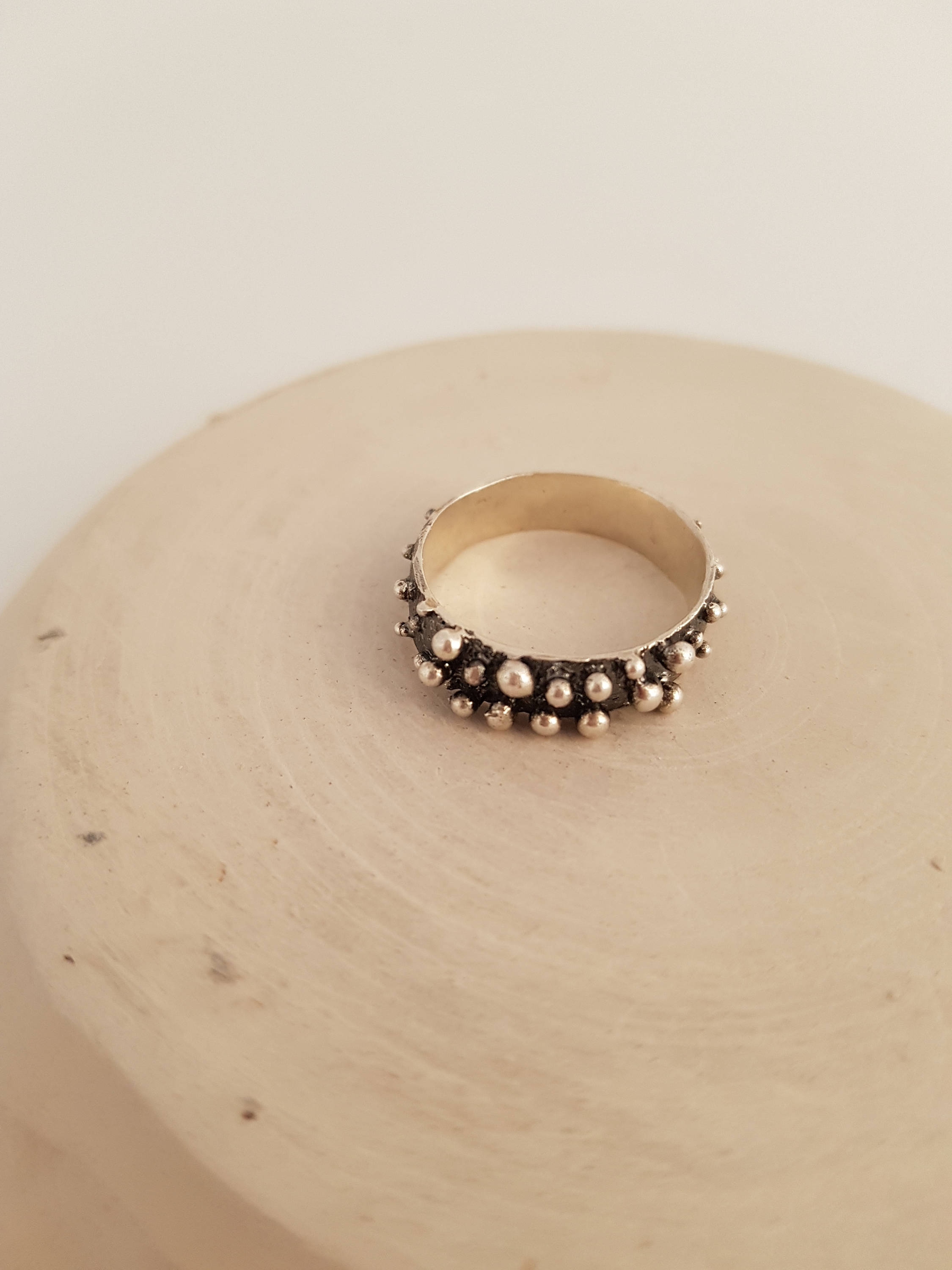 Bubbles ring in sterling silver with oxidized details. Bohemian and contemporary ring handcrafted.