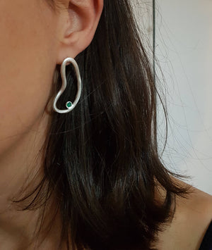 Artistic earrings, raw emerald earrings in sterling silver. Sculptural earrings for a contemporary woman