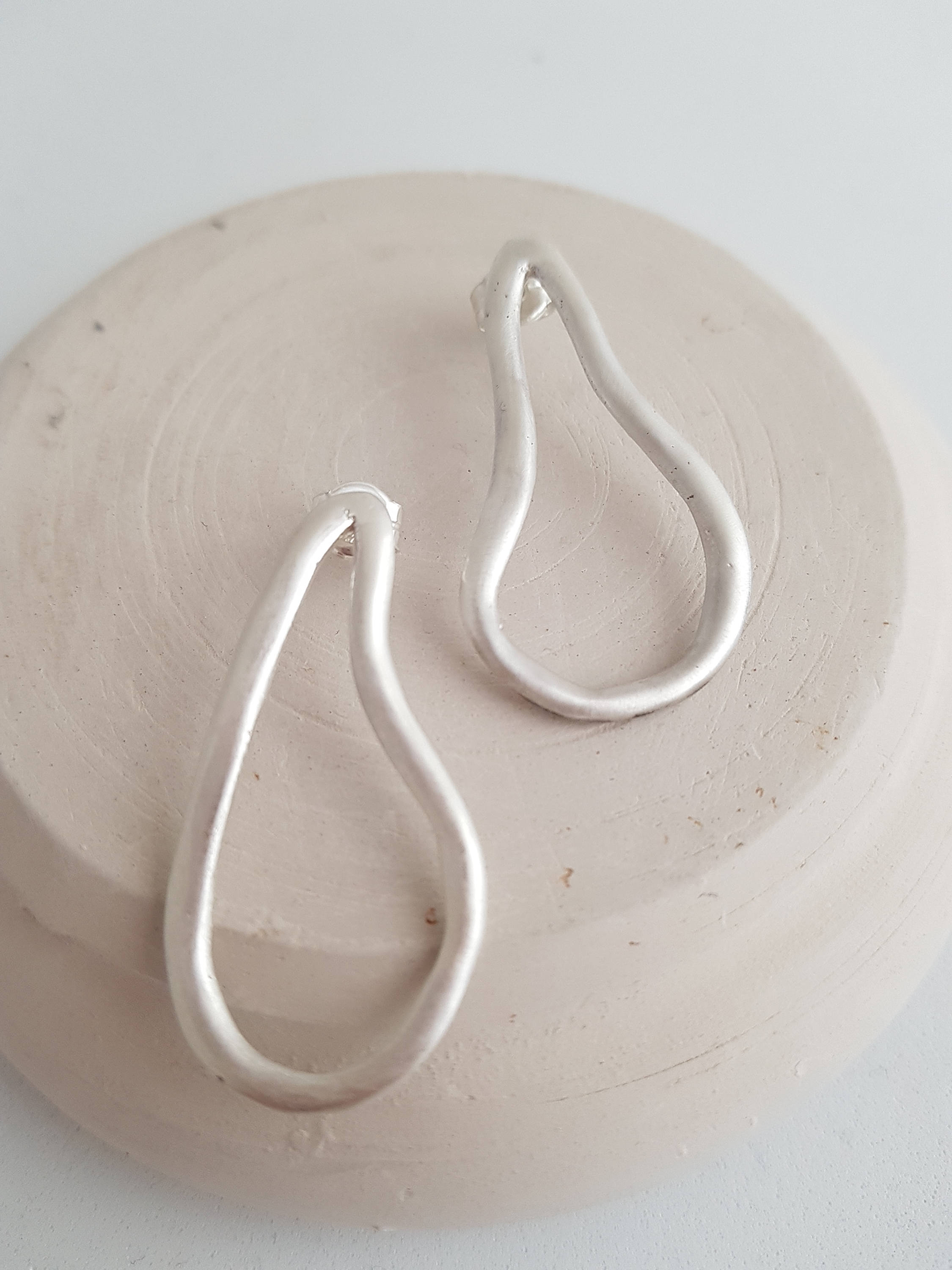 Statement cable earrings in sterling silver. Big bohemian and artistic earrings with a sinuous form.