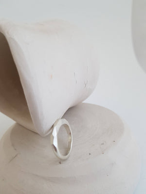 Medium faceted ring in sterling silver for a contemporary woman