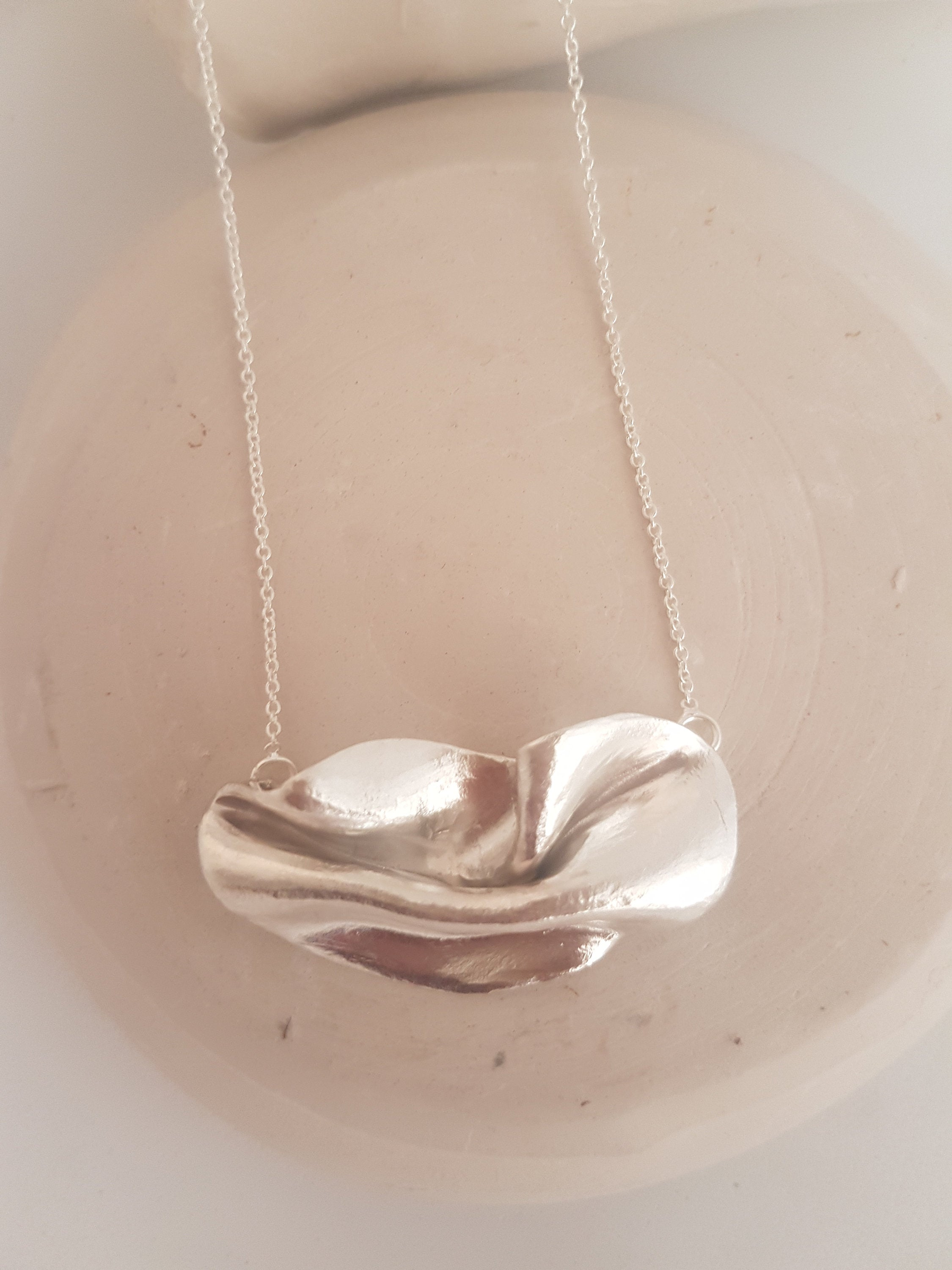 Wavy necklace in sterling silver. Artistic necklace for an elegant woman