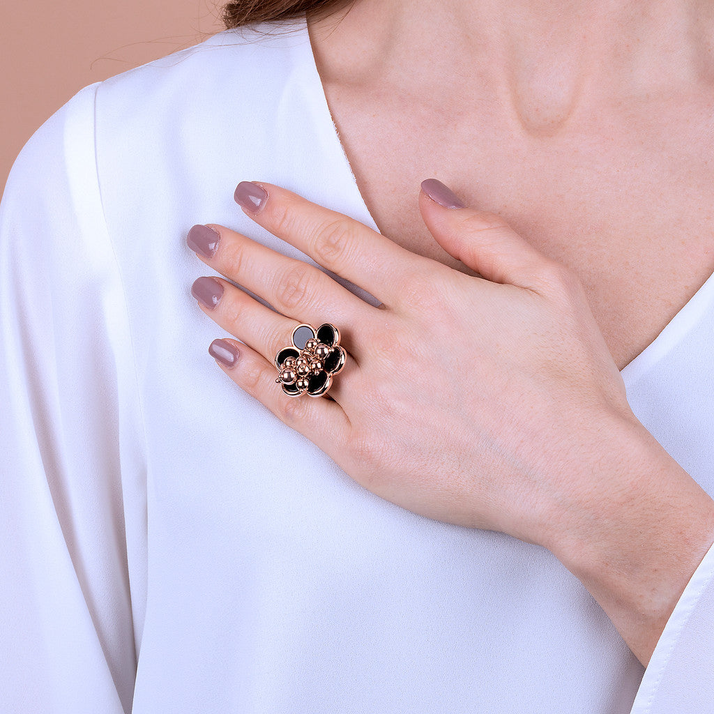 ALBA flower ring with disc black gemstone and polished beads - WSBZ01781 indossato
