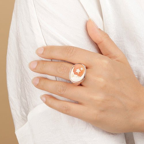 CASSIS-CAMMEO CAMEO LIMITED EDITION ADJUSTABLE RING WITH OVAL 15X20MM MOON CAMEO - WSBZ01671 indossato