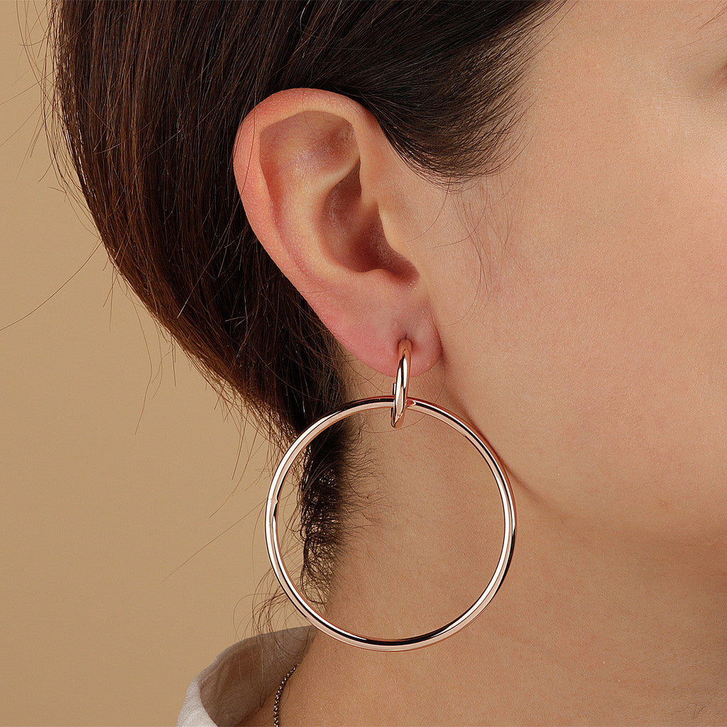 PUREZZA SHINY HOOP EARRINGS - WSBZ01538 indossato
