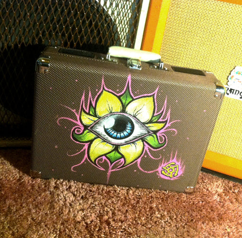 'iris' - SUITCASE TURNTABLE (hand drawn)