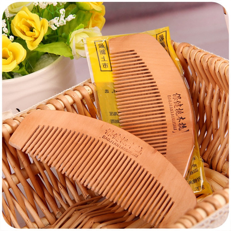 1pcs Natural Sandalwood Comb cepillo de pelo hairbrush Wide Tooth No-static Massage Hair Brush Health Wooden Comb massager bboo
