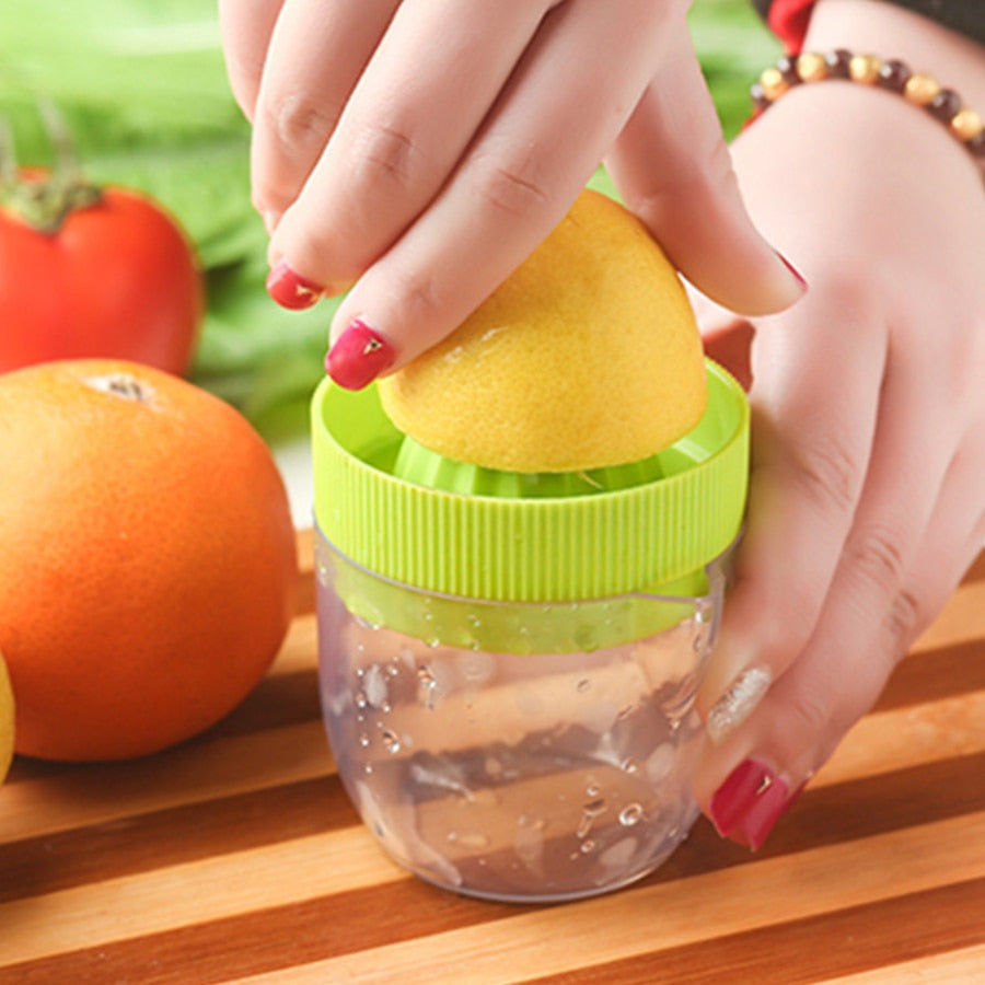 Mini Manual Juicer Small Fruit Squeezer Machine Extractor Mini Juicer Equipment Hand Press Juicer Tool for ranges and Lemons