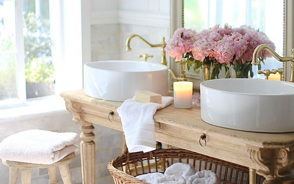 Cozy Inspiration for Your Cottage Bathroom