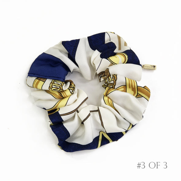 Hermès Vintage Scarf Scrunchie made from 'Eperon d'or' in Navy
