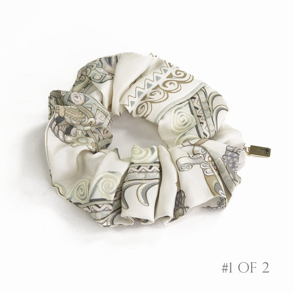 Hermès Vintage Scarf Scrunchie made from 'Paperoles' in Ivory